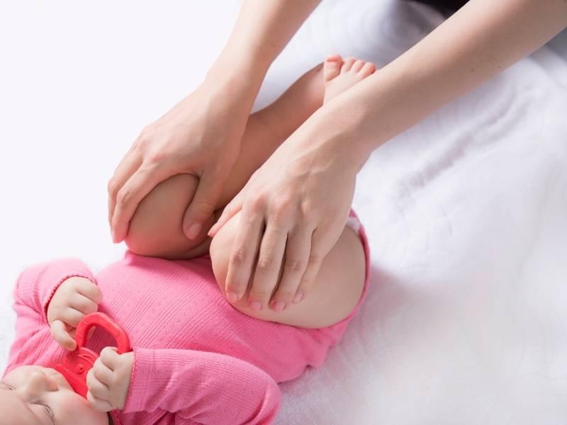 Esercizio per le anche neonato 1