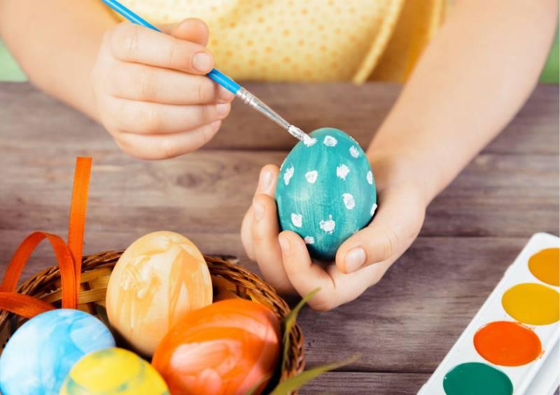 cestino con uova deocorate